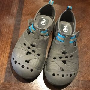 Water shoes like crock style